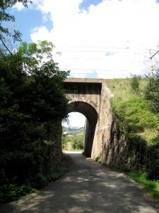 Le pont sous la voie ferrée