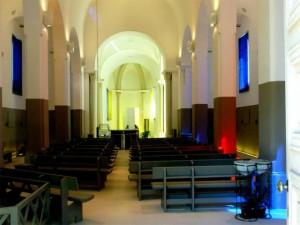 L'église restaurée [nl] par Claude Rutault
